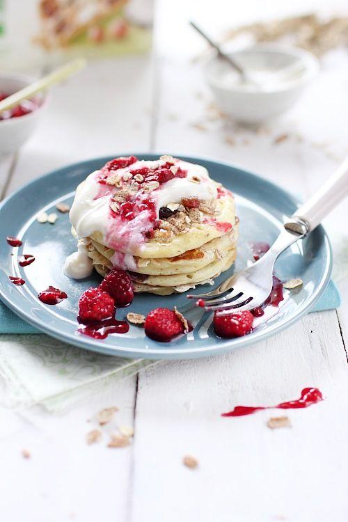 Pour un petit-déjeuner copieux, un brunch ou tout simplement pour le goûter, je vous propose despancakes gourmands, à la fois crémeux, fruités, croustilla