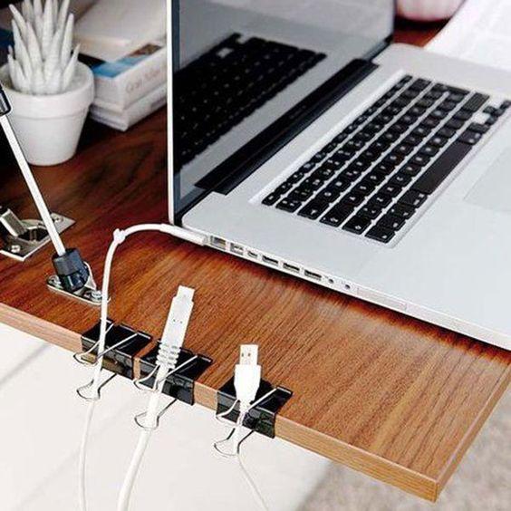 """<p style=""""text-align: justify;"""">Vous passez votre temps à vous battre avec les fils de votre chargeur d'ordinateur, de téléphone, le câble Internet... ? Pas de panique, on..."""