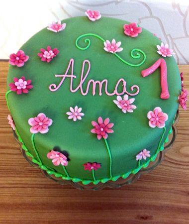Geburtstagstorte mit Zuckerblumen