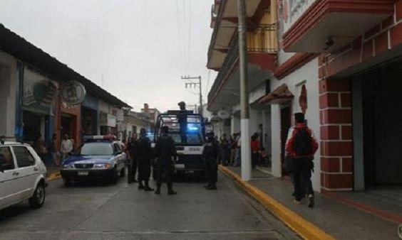 Pistoleros asaltan a huéspedes de Hotel de Huatusco - http://www.esnoticiaveracruz.com/pistoleros-asaltan-a-huespedes-de-hotel-de-huatusco/