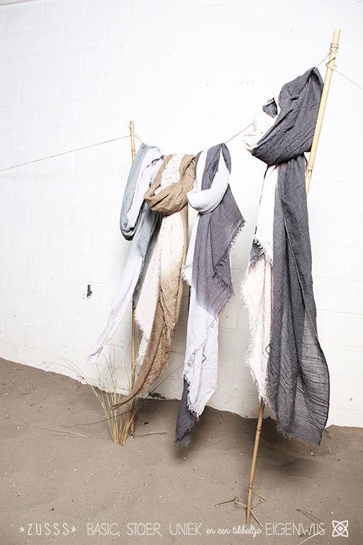 Zusss l Zomerse sjaals kleurendip, olijf / zand, staalgrijs / zand, taupe / lichtgrijs, zeegrijs / lichtgrijs l http://www.zusss.nl/product/zomersjaal-kleurendip-taupe-lichtgrijs/