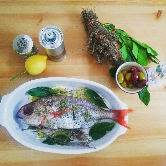 Daurade aux herbes (bouquet garni) sur un lit de citron grillée au four.#daurade #seabream #fish #poissongrillé #premierepressionprovence #healthyfood #homemade