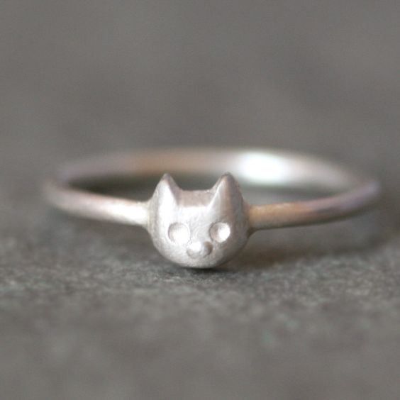 Sweet silver kitty ring. I have a thumb ring like this, but with a heart in the middle. Paid 5 bucks for it, back in the day when silver was fairly cheap. Now I have no idea.