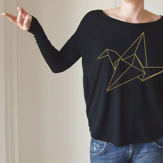 T-Shirts mit Print - SCHMALE LANGE HÜLSEN ORIGAMI KRANICH GOLD - ein Designerstück von onemugaday bei DaWanda