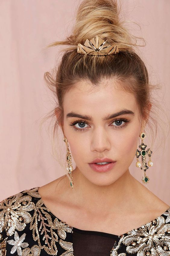 Kitsch Crown Bun Pin | Shop Hair + Hats at Nasty Gal
