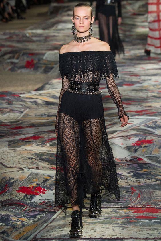 Alexander McQueen Spring 2017 Ready-to-Wear Fashion Show - Nimue Smit