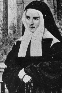 """Bernadette Soubirous: De reis van Lourdes naar Nevers duurt van 4 tot 7 juli 1866. Na haar getuigenis over de verschijningen zet Bernadette als postulante zet het kapje op en ze legt het manteltje om haar schouders. Bernadette heeft formeel gezegd dat ze is gekomen om """"zich te verbergen""""."""
