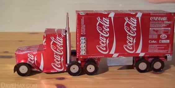 Como fazer um caminhão de Natal da Coca-Cola usando latinhas e tampinhas