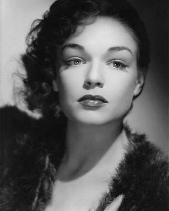 Wehadfacesthen Simone Signoret 1946 Simone Signoret Classic Hollywood Old Hollywood French Actress