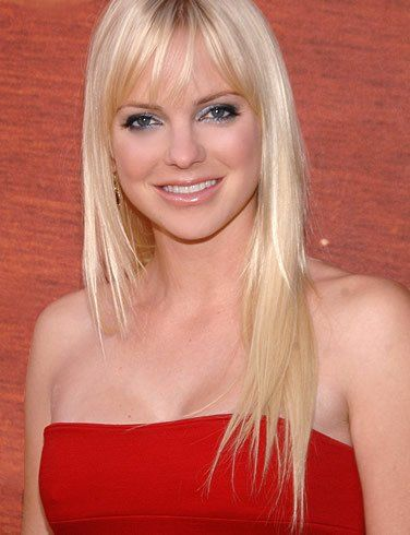 I normally don't like blonde, but Anna Faris is very attractive i think.