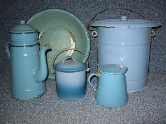 cafetiére en tole émaillée ancienne+ pot a lait+bassine+ vintage collection loft
