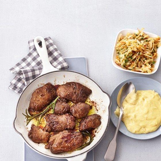 Geflügelleber mit Zwiebel-Polenta und Apfelsalat