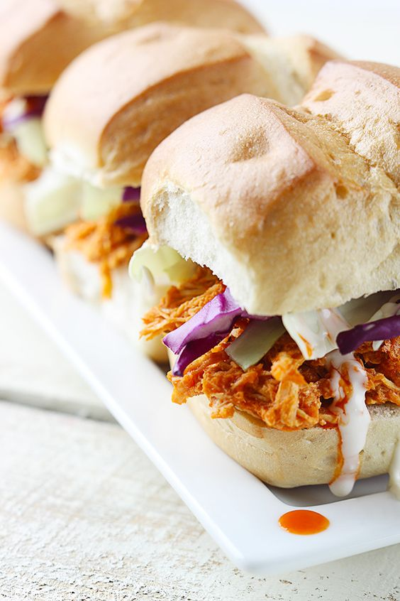 5 Ingredient Chicken Buffalo Sliders via le creme de la crumb #gameday #tailgate #wings