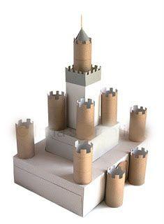 Fabriquer un château avec des rouleaux de papier toilette et des boîtes à chaussures ! A peindre seule ou avec votre enfant selon l'âge et à décorer au gré de vos envies !