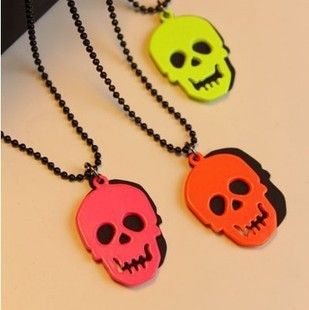 i love skulls so much and these neon necklace looks so pretty i need one of course!!!