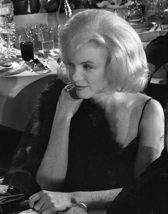 1961 / 13 Mars, Marilyn participe à un gala de charité dont les bénéfices iront à l'Actors Studio ; elle est accompagnée de Lee et Paula STRASBERG, fondateurs de la célèbre école d'art dramatique. (part 2, voir TAG).
