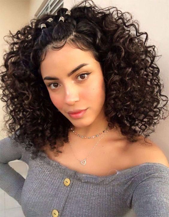 Coiffures Curly Emo Cheveux Visage Coiffures En Forme De Coeur Curly Curly En Espagno In 2020 Medium Curly Hair Styles Curly Hair Styles Curly Hair Styles Naturally
