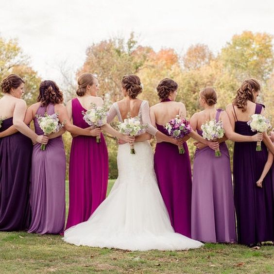We LOVE all the shades of purple #chiffon bridesmaid dresses from this #realwedding! What color are your bridesmaids wearing? {Photo: Amber Green Photography}: