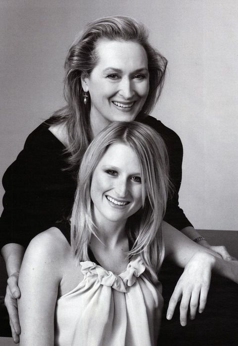 Meryl Streep with her daughter Mamie Gummer-Wow, her daughter sure looks like her! There facial structure is almost identical and there smiles and noses just the same! Amazing!
