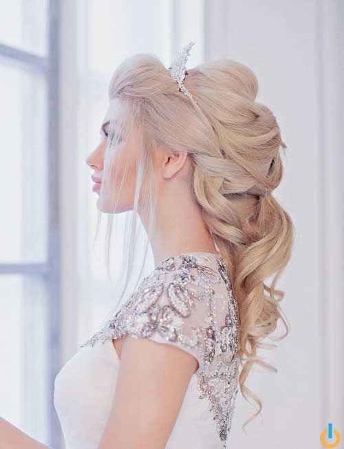 35 Nouvelles Coiffures Pour Les Mariages Makeup Source By Cheveuxpopulaires Princess Hairstyles Wedding Hairstyles With Crown Hairstyles With Crown
