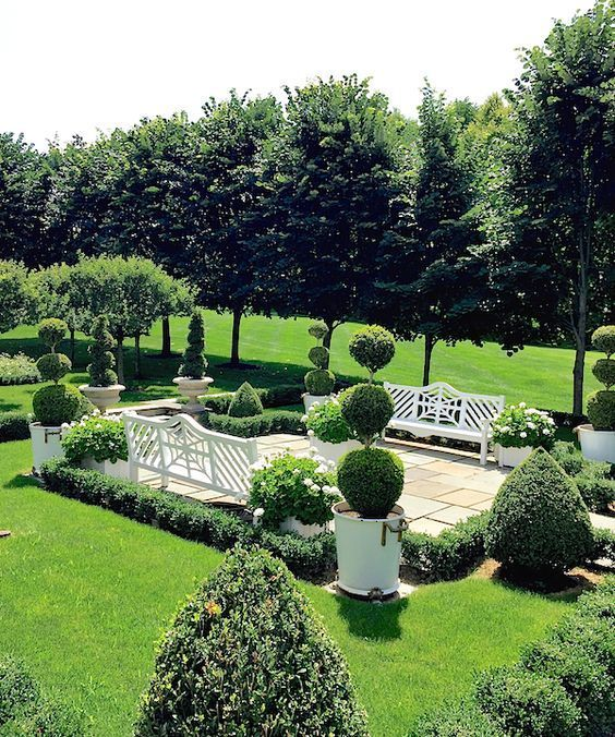 Pp 77 Pretty Pins This Week Mark D Sikes Chic People Glamorous Places Stylish Things Beautiful Gardens Outdoor Gardens Boxwood Garden