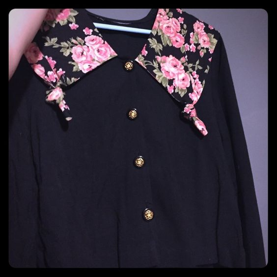 Floral Vintage Cardigan Great condition! So cute No tag, but I'd say it fits a perfect medium or loosely on a small. Sweaters Cardigans