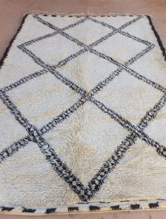 VINTAGE MOROCCAN BENI OURAIN RUG Pure Wool rug a traditional Berber rug handpicked in the Atlas Mountain Region.Hand woven by women from the Beni