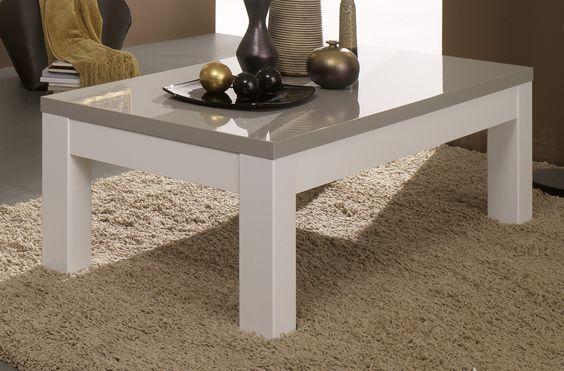 La table basse rectangulaire design Jewel vous séduira par ses lignes sobres et épurées et par le mélange audacieux des coloris.