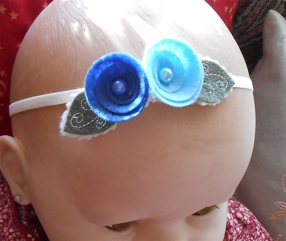 Baby Girl Elastic Headband, Felt Blue Rose Halo, Infant Crown, Newborn Hairband, Blue Flowers, Headbands for Babies, Handmade Baby Gifts by NeedleCraftNook on Etsy #headbands