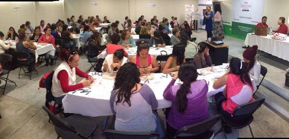 Con mujeres emprendedoras y trabajadores en la bella ciudad de Michoacán.