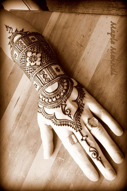Beautiful Mehndi Hands Pics : Maple mehndi hand henna let s do it i know