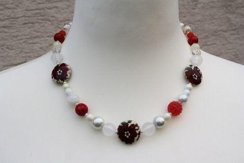 Kette in rot-weiß by trixies, Nun mal ein Exemplar aus meiner Ketten-Edition in rot-weiß. Dieses Mal ein wunderschöner Perlenmix ...