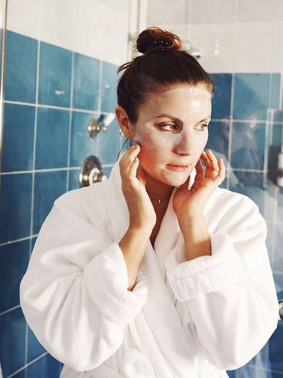 虽然说没有丑女人只有LAZY的女人!但是有些SKINCARE PRODUCTS是不能太勤劳使用的喔!三种不建议你USE EVERYDAY的护肤品 马上笔记下来吧!