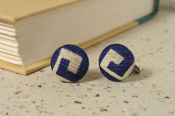 BLUE SILK CUFFLINKS  made from an upcycled vintage necktie by  SeaOfPossibilities @ www.seaofpossibilities.com