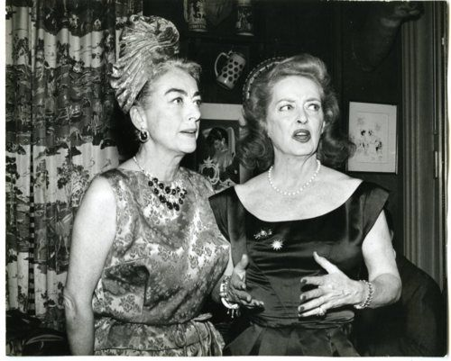 Joan Crawford & Bette Davis | the actress share a moment for the benefit of the camera