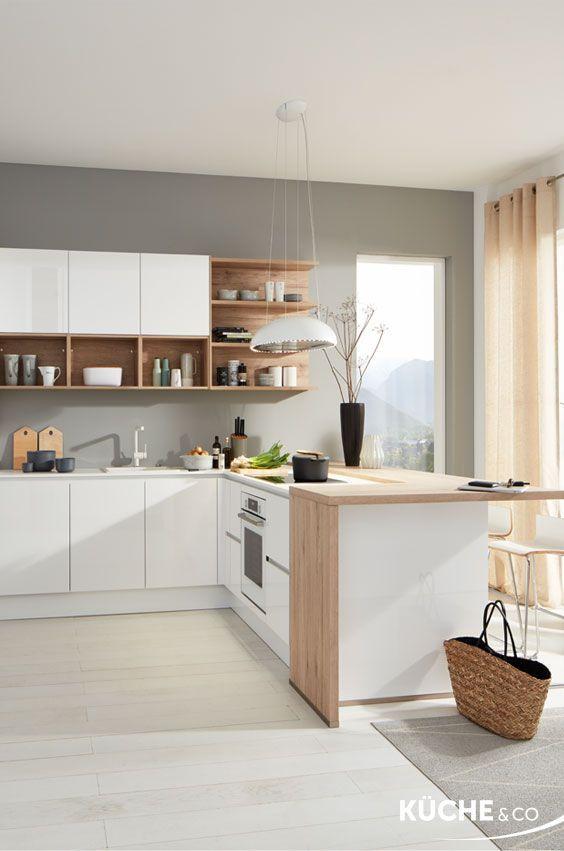 Design Kuche In Alpinweiss Hochglanz Kuche Midsommar In 2020 Kuche Weiss Holz Kuchen Planung Und Moderne Kuche