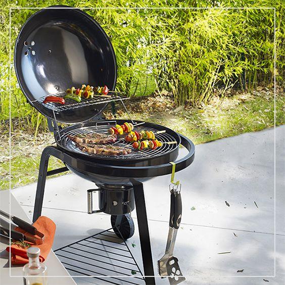 Un barbecue au charbon de bois Halleck, pour des grillades succulentes et de beaux moments de détente !