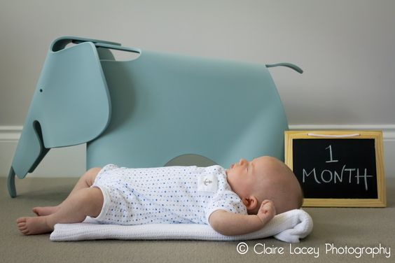 1 month old newborn baby boy sleeping next to his toy elephant and 1 month chalk board. Visit http://cjlacey.co.uk/ for more pictures #photography #newborn #baby #ideas