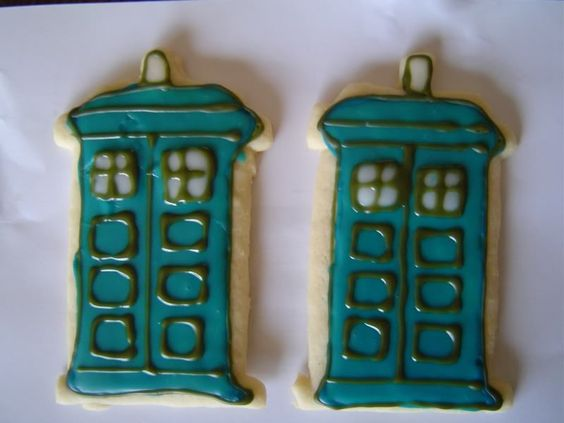 TARDIS cookies - COOKING