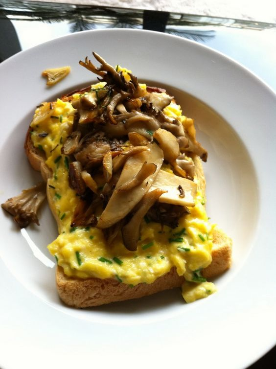 scrambled eggs with mushrooms on toast by gordon ramsay