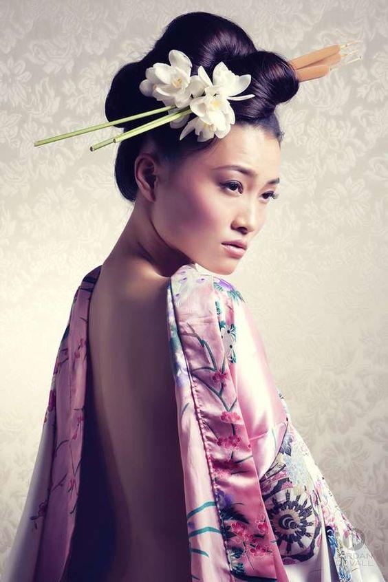 Best 25+ Geisha hair ideas on Pinterest | Geisha makeup, Japanese ...