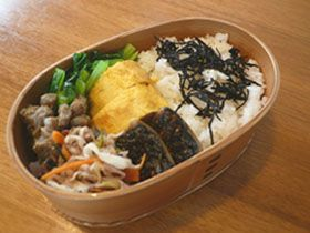 Good realistic box lunches without surplus decoration. 過飾なしの美味しいリアル弁当。  ブログ:毎日弁当