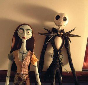 http://th01.deviantart.net/images3/300W/i/2004/097/7/0/Jack_and_Sally_figures.jpg