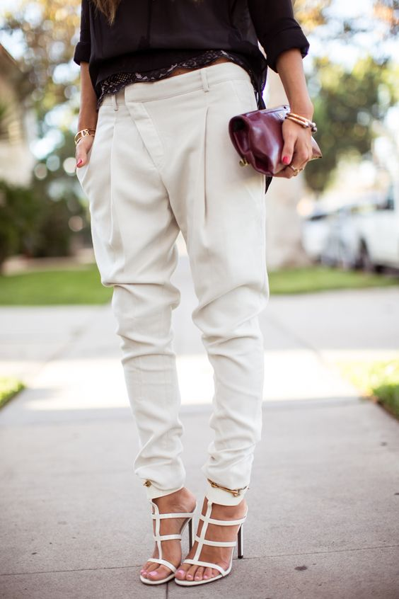 Loooove theses pants! I need all colors.  Aimee Song, slouchy pants, sandals, street style