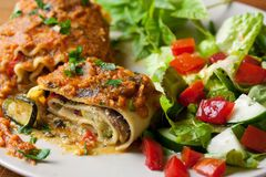 Vegan-Lasagne Rolls Stockfotografie