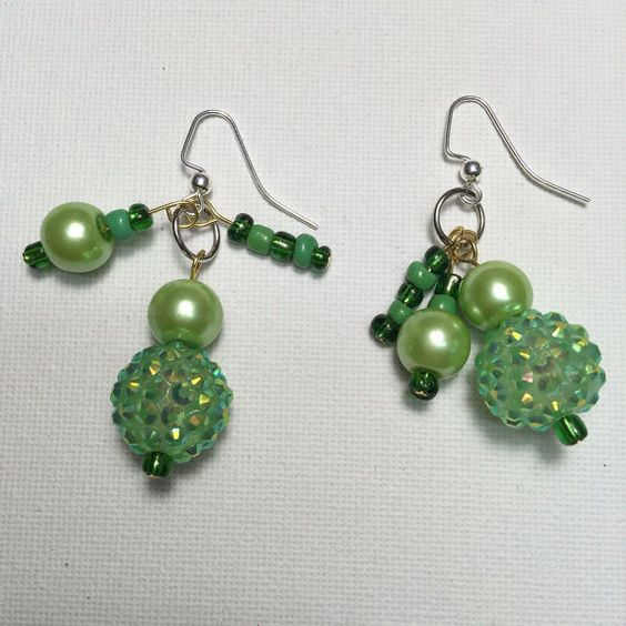 Grüne Perlen Ohrringe von CreativeproductsArt auf Etsy