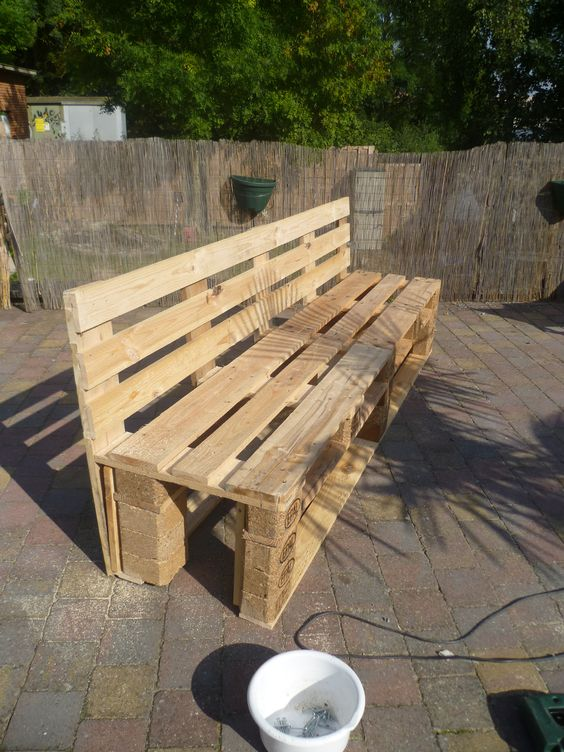 pallets garden bench banc de jardin en palettes pallet ideas jardins palette de jardin et. Black Bedroom Furniture Sets. Home Design Ideas