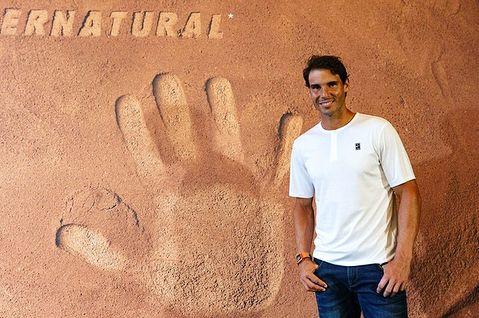 大きな手形のラファエル・ナダル