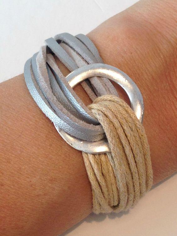 Pulsera Fusión Cuerdas y antelina, con pieza circular de Zamak. 18€ En www.mitiendadecaprichos.com