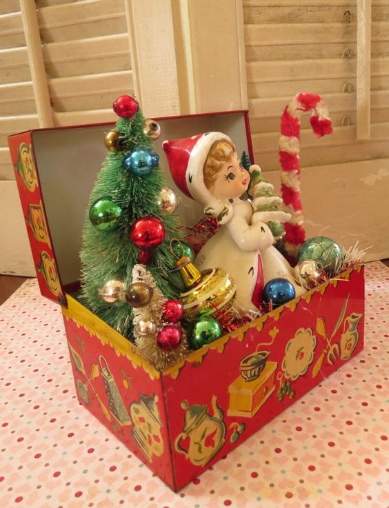 Vintage cute tin recipe box with vintage by dimestorechic for Decorating tins for christmas